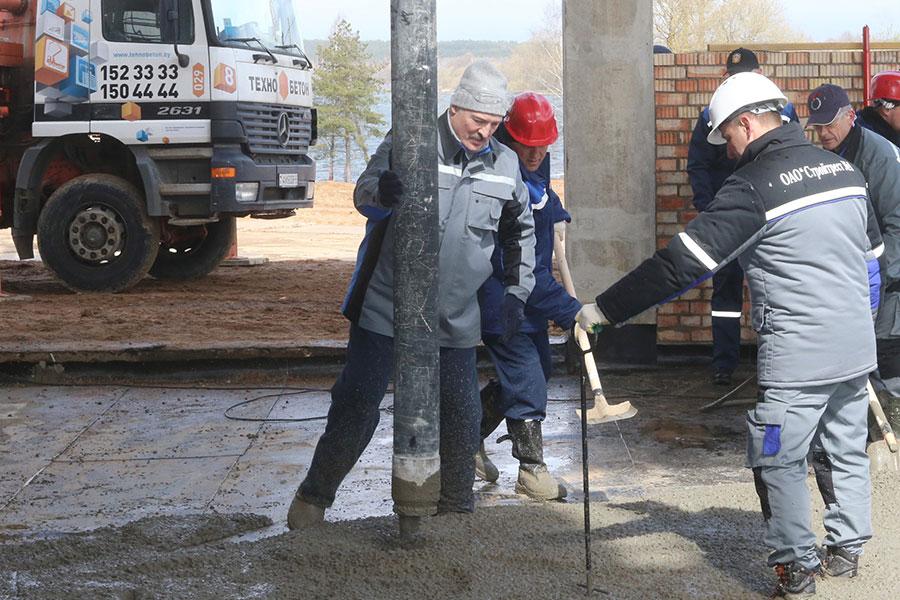 Лукашенко бетонирует пол вЦентре олимпийской подготовки похудожественной гимнастике 18
