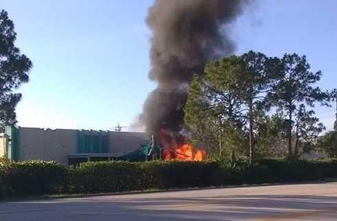 ВоФлориде самолёт врезался вштаб-квартиру торговой компании