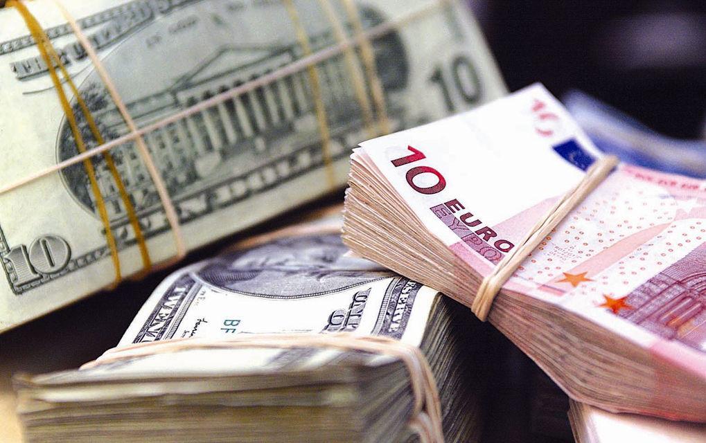 Доллар иевро наторгах 20июля упали вцене, русский руб. подорожал