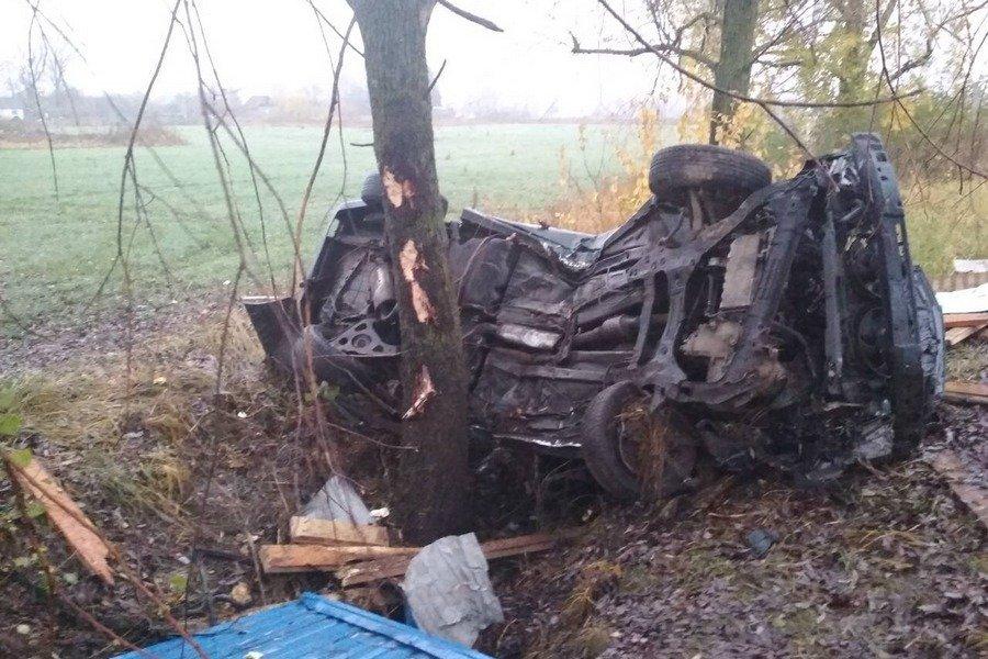peugeot вылетел в столб: погиб 25-летний водитель