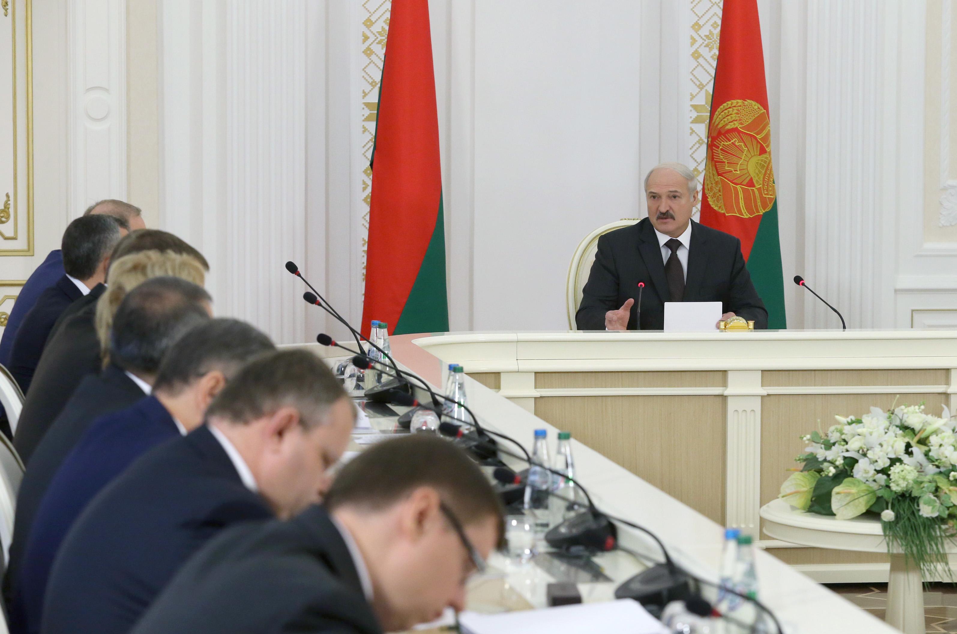 Лукашенко отребованиях МВФ: «Нищим белорусский народ мыделать неимеем права»