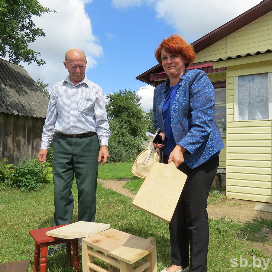 Любовь тракториста, «конкурс» на лучший палисадник и табуретки из дуба — чем живет деревня в Вороновском районе