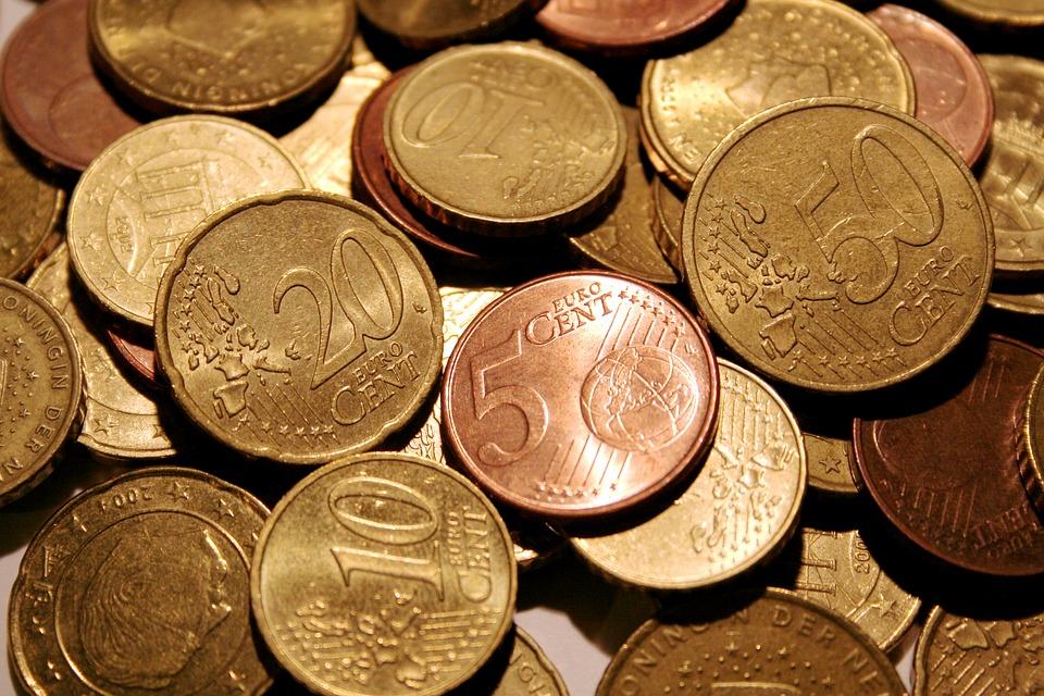 Русский руб. идоллар выросли встоимости на торгах понедельника 25.09.2017