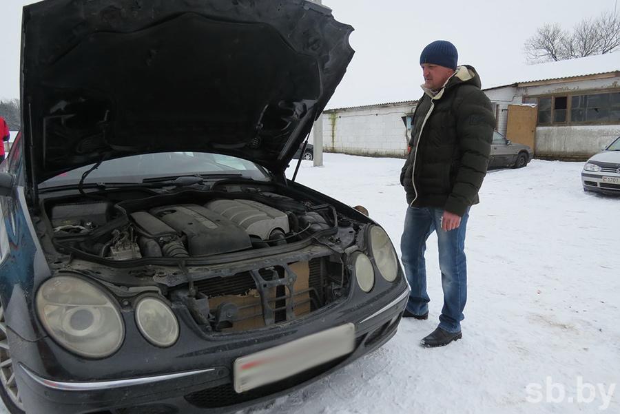 Мужчина открыл СТО в деревне и чинит автомобили сельчанам