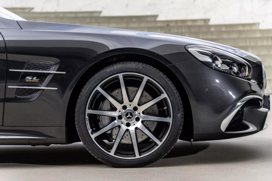 5-дверный Мерседес-Бенс AMGGT поступил в реализацию в РФ