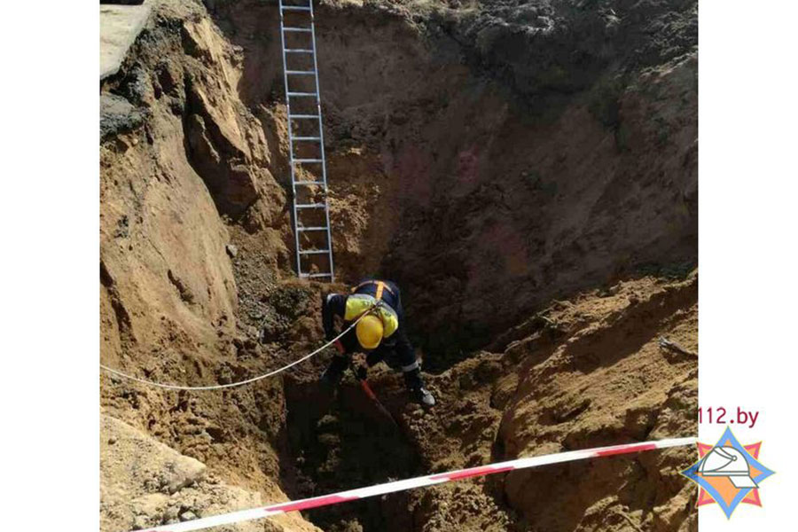 При прокладке траншеи рабочие вМинске повредили газопровод