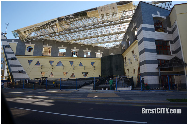 В Бресте начальник наживался на реконструкции театра кукол, а рабочие возводили дом его сыну