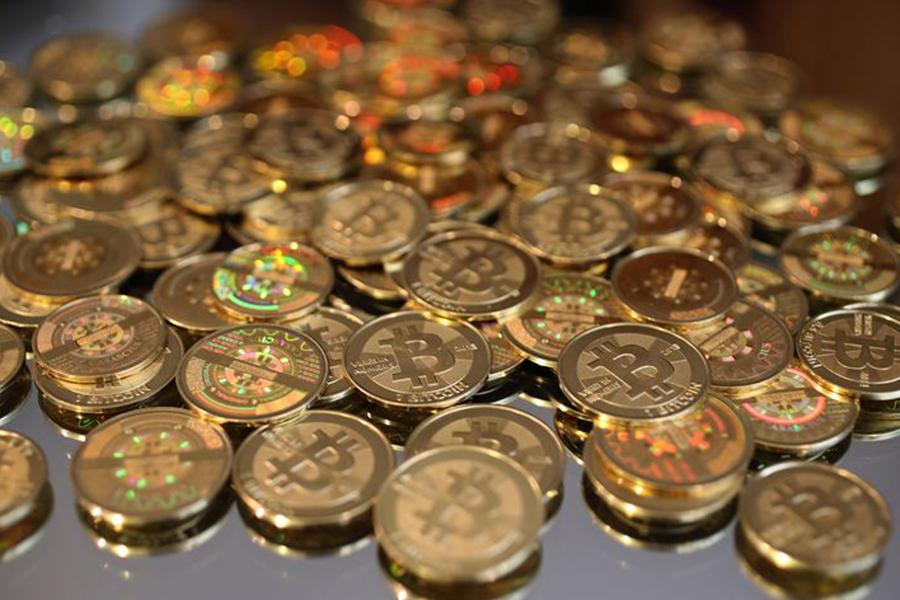 Засутки курс криптовалюты Bitcoin упал практически на15%