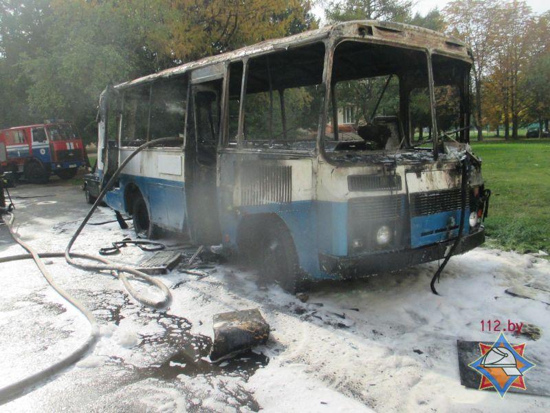 Автобус илегковой автомобиль сгорели вМогилёве