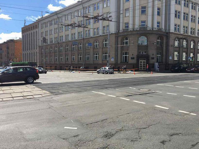 ВМинске Ауди насмерть сбила 2-х женщин иврезалась в сооружение