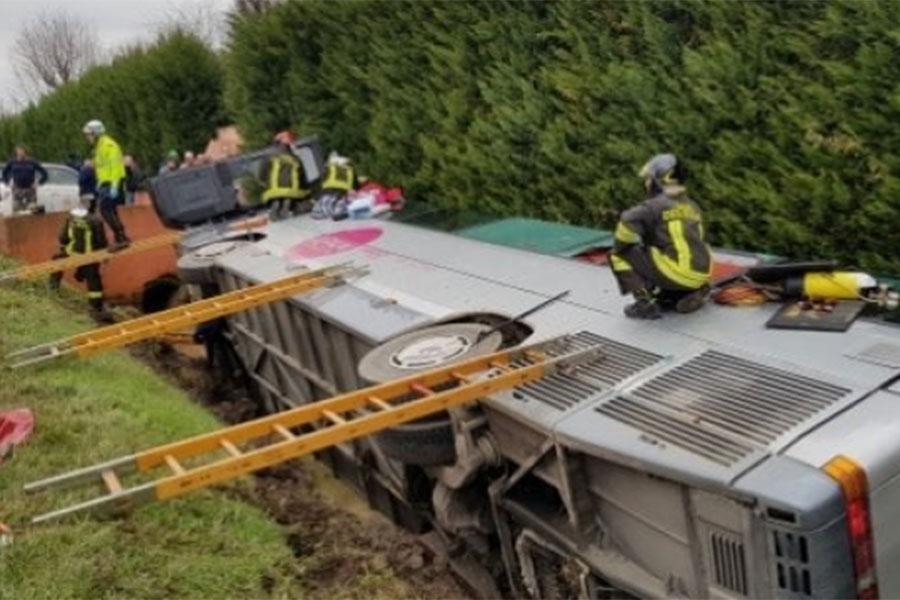 Ужасное ДТП вИталии: Перевернулся автобус сдетьми