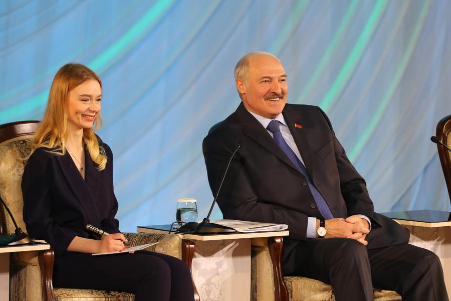 Лукашенко: отуспехов творческой молодежи зависит будущее Белоруссии