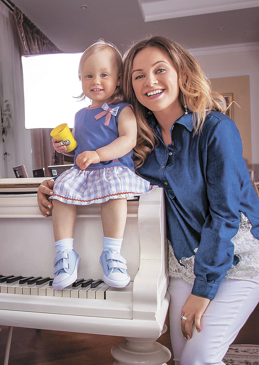 Юлии проскурякова фото с ребенком