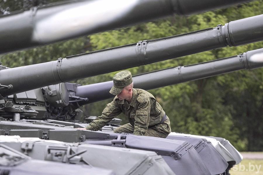ВБеларусь научения «Запад-2017» начали прибывать русские военные