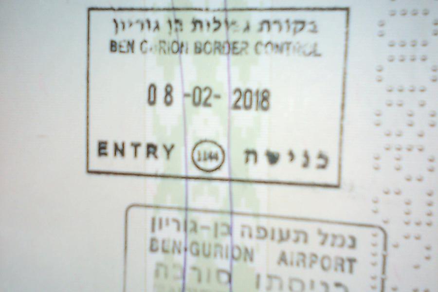 фото штампа в паспорте Виктора
