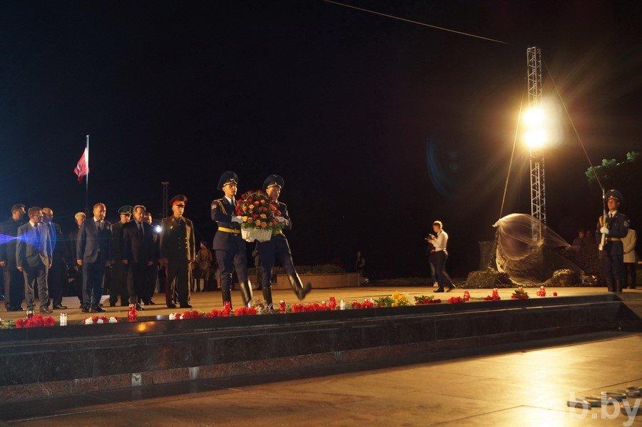 Тысячи брестчан и гостей города встретили рассвет в Брестской крепости