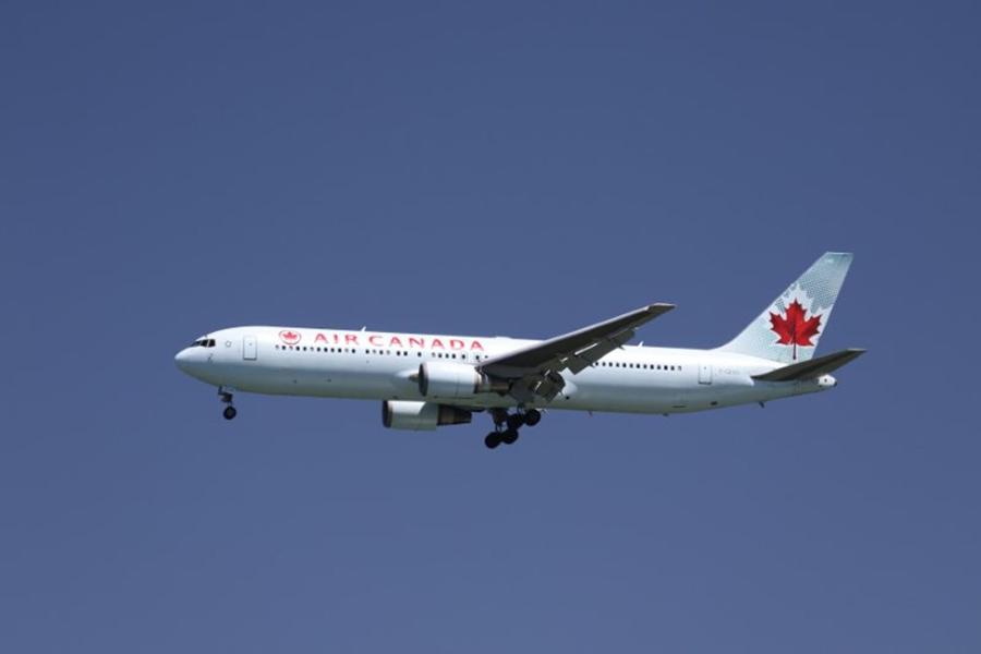 ВВашингтоне самолет совершил экстренную посадку