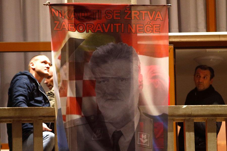 Экспертиза установила, что выпил хорватский генерал— Самоубийство вГааге