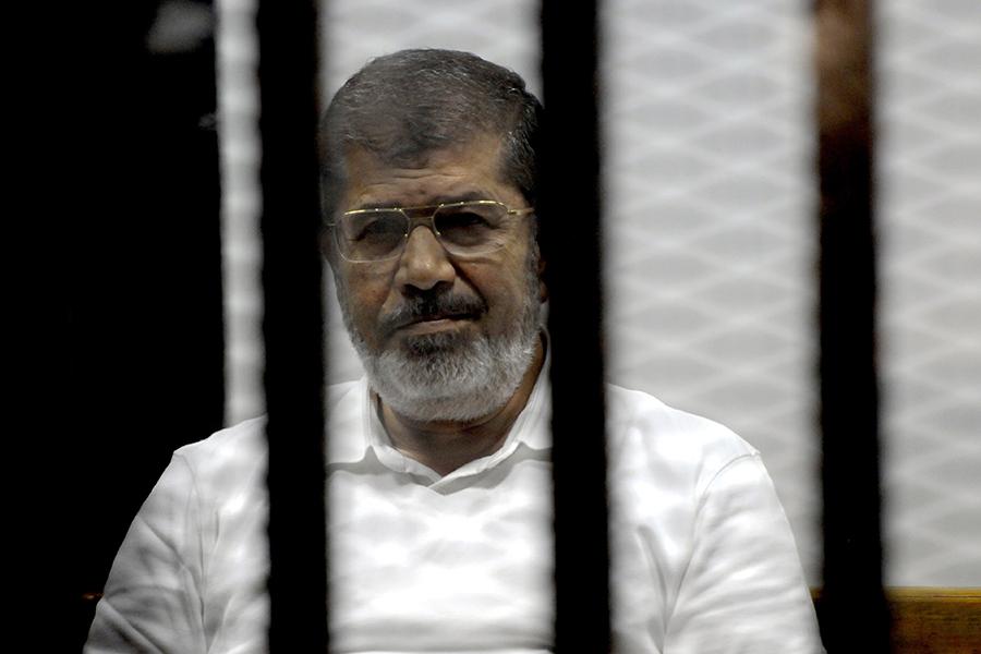 Экс-президент Египта Мурси получил три года тюрьмы заоскорбление суда