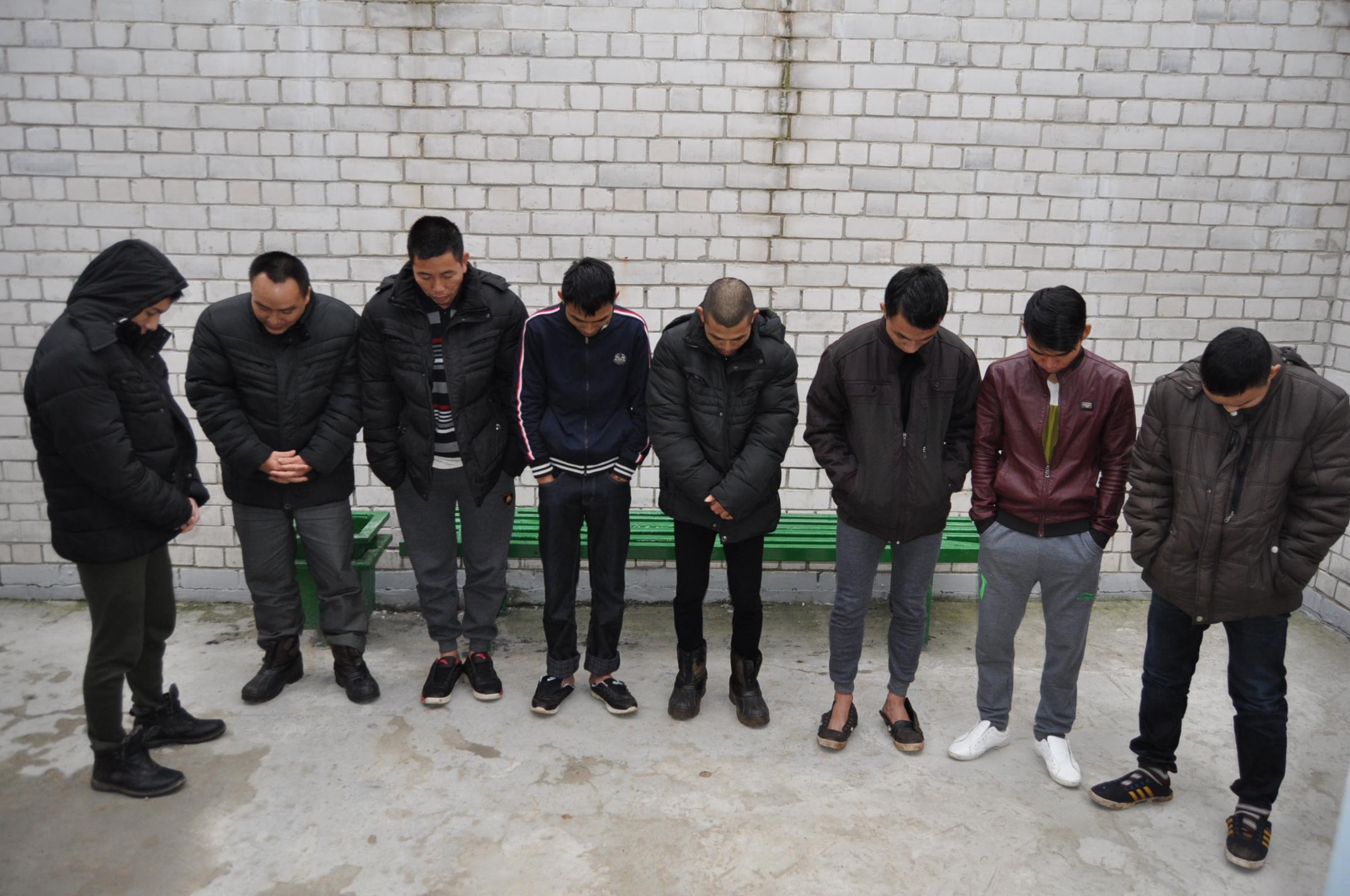 Сучки которые сбежали с ветнамцами 9 фотография