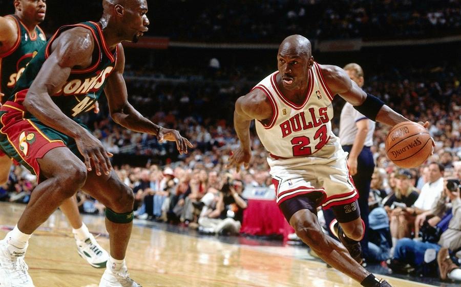 Майкл Джордан— самый богатый спортсмен поверсии Forbes