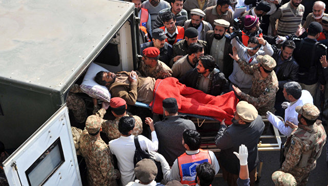 Теракт всуфийском мавзолее, десятки погибших— Пакистан