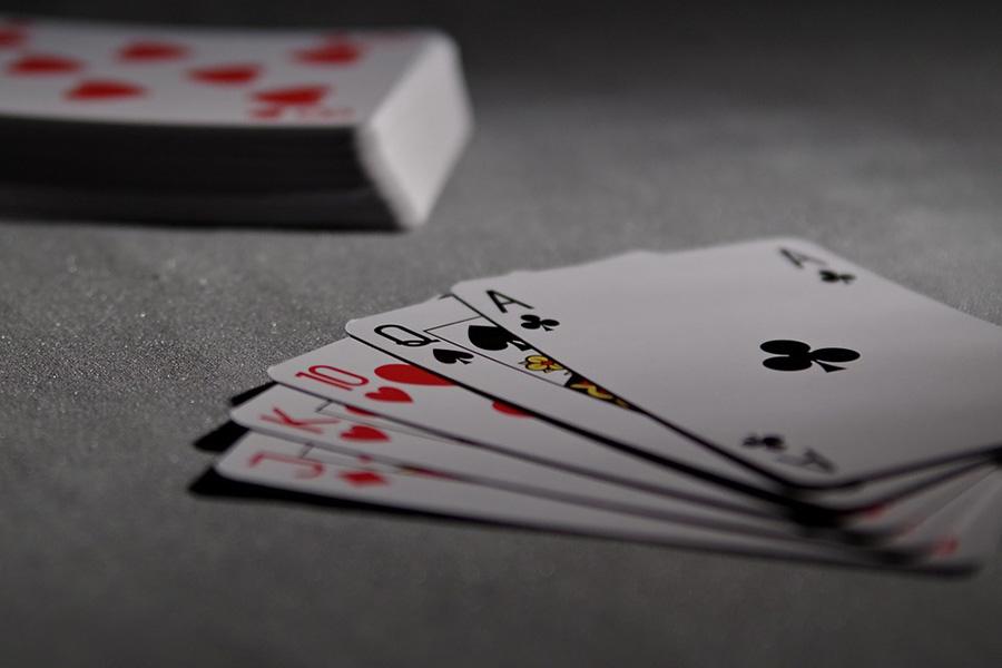 В Кобрине игрока в покер обманули мошенники, пообещав ему билет на Багамы