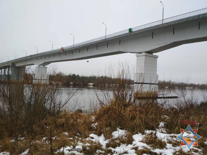 ВЖитковичском районе помосту через Припять приостановлено  движение авто  из-за трещины