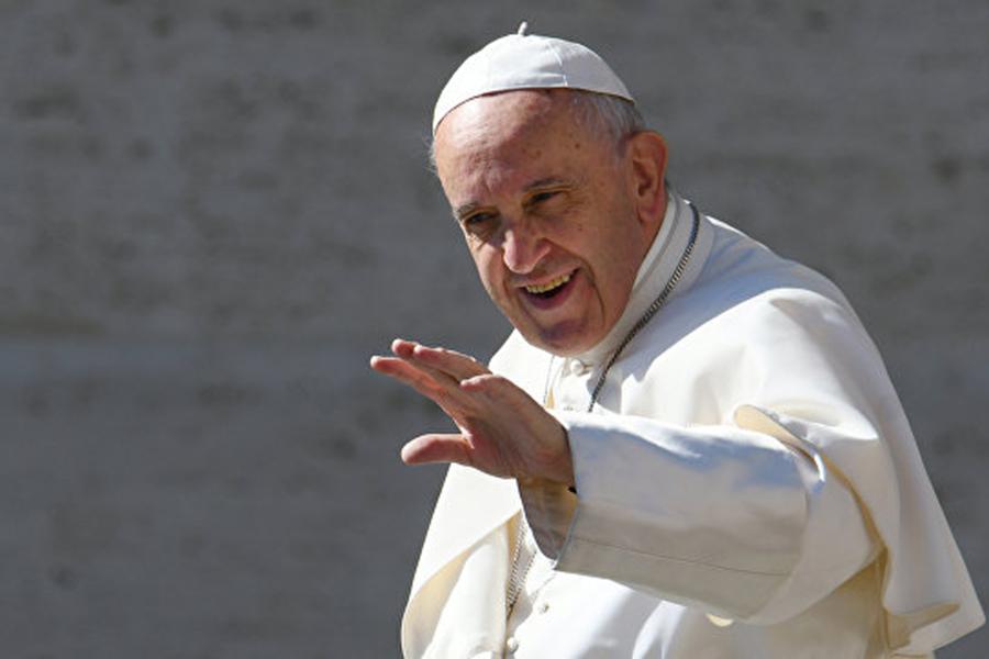 Текст «Отче наш» следует поменять  — Папа Римский