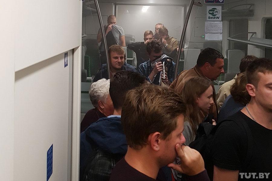 Поезд Минск-Гомель задымился впути, пассажиров эвакуировали