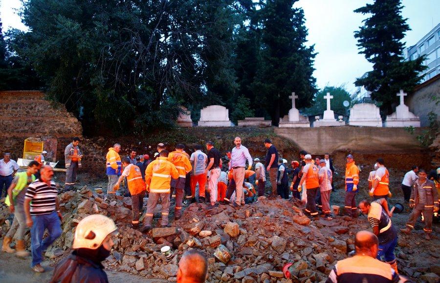 Сильные ливни затопили Стамбул, есть пострадавшие