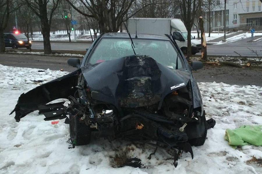 ВМинске нетрезвый шофёр вылетел сдороги иврезался вдерево