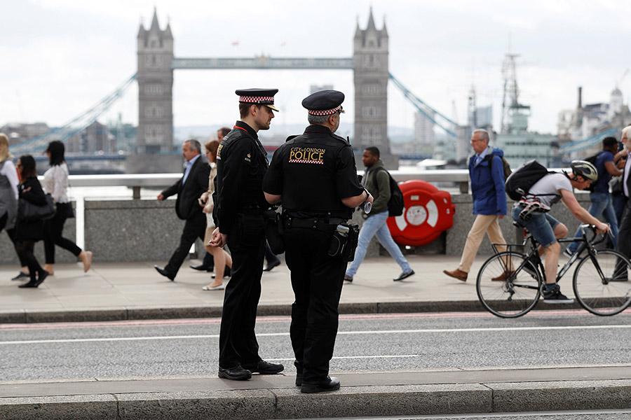 После серии терактов встолице Англии неменее 20 людей находятся вкритическом состоянии