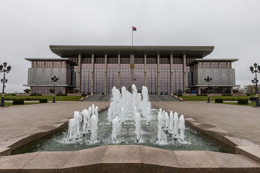 Работа натроих: Лукашенко предлагает Рахмону общий выход нарынок Афганистана