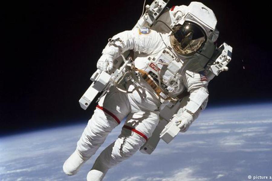 В США скончался астронавт НАСА Брюс Маккэндлесс