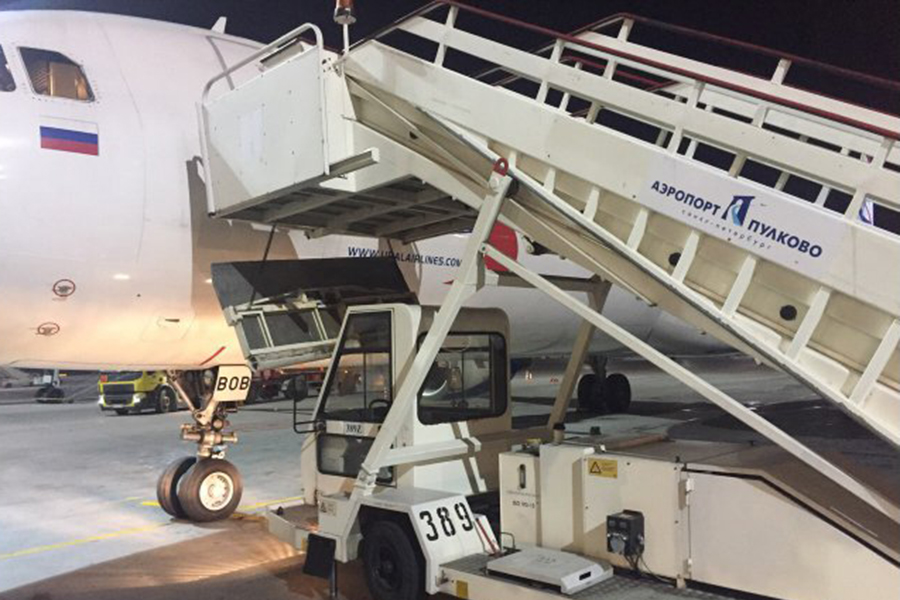 Сотрудника аэропорта арестовали после падения бабушки ивнучки страпа вПетербурге