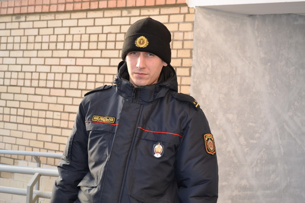 ВМинске участковый милиционер спас пенсионера, который хотел выпрыгнуть сбалкона