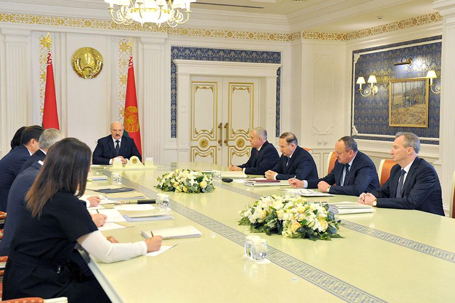 Замусоливать вопросы собращениями жителей неполучится— Лукашенко