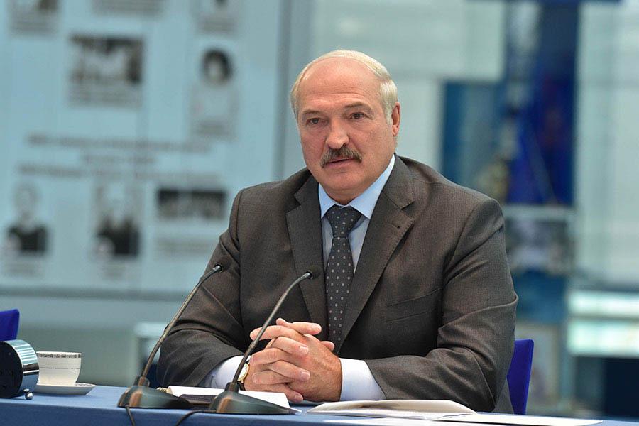 Лукашенко ссыном выкопали 105 тонн картофеля