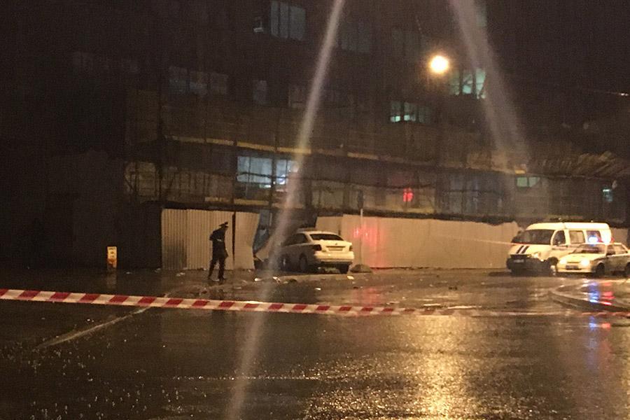 Иностранная машина сбила четырех человек на индустриальной улице