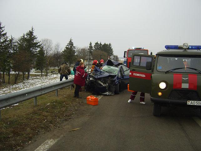 Тоёта Prius врезалась вфуру вПуховичском районе, погибла женщина