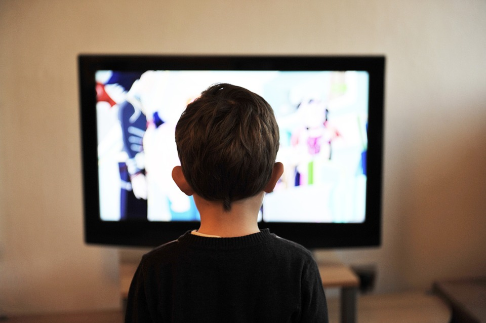 Двухлетний сын вреанимации: нанего упал телевизор