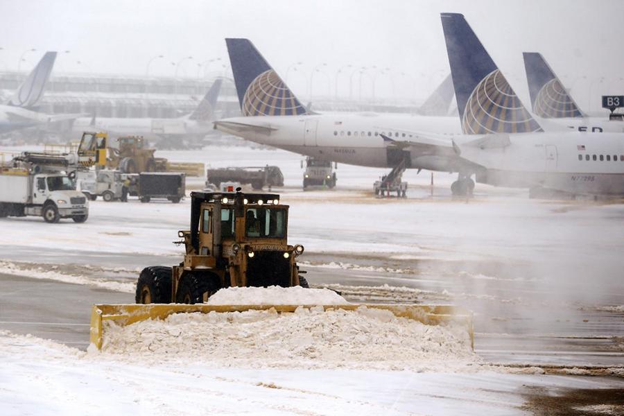 Снегопады вСША привели котмене неменее  1,5 тысячи авиарейсов