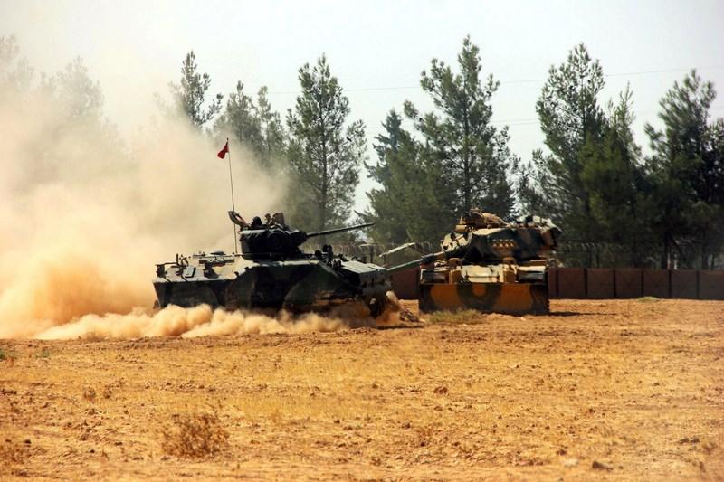 Операция Турции вСирии: военная техника награнице иавиаудары