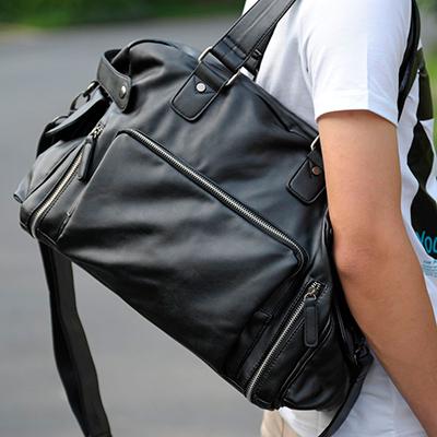 сумка молодежная украшенная заклепками кожаная