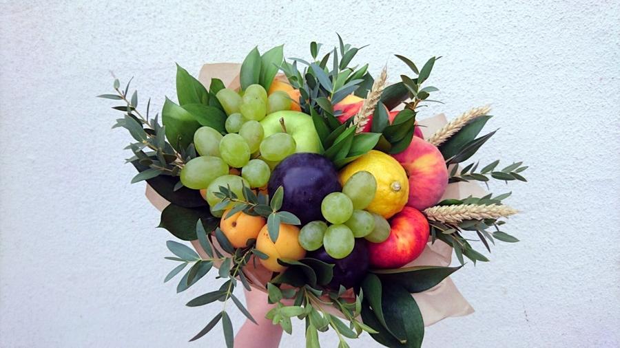 Как самому собрать фруктовый букет 5