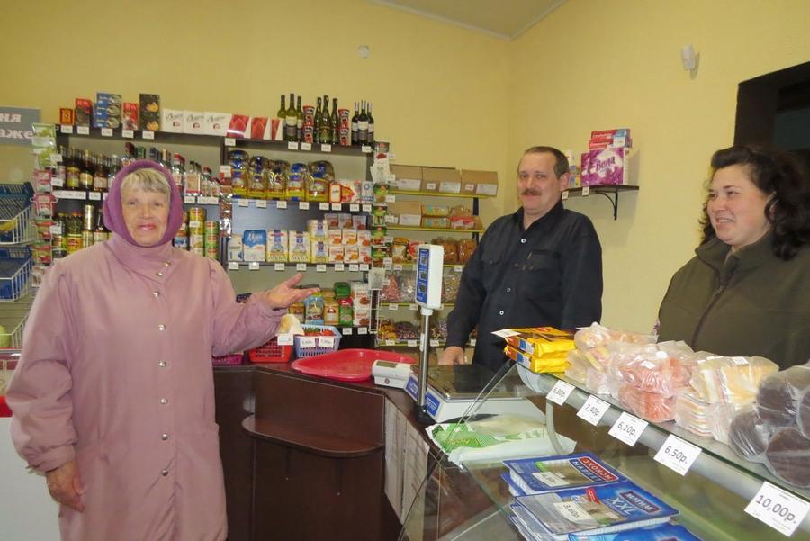 Семья из Минска переехала в деревню под Жабинкой и открыла там частный магазин