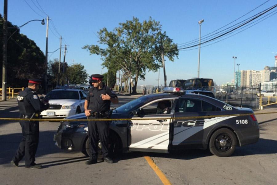 Два человека застрелены на стоянке уночного клуба вТоронто