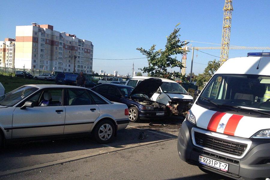 Шофёр легковушки врезался вдве машины исбил пешехода