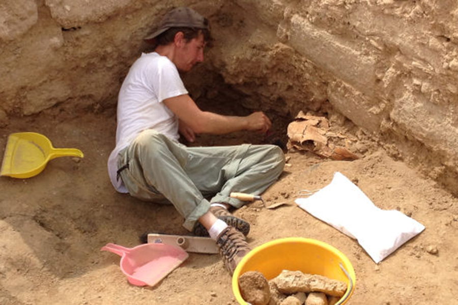 Гражданин Антальи отыскал водворе гробницуIV века донашей эры